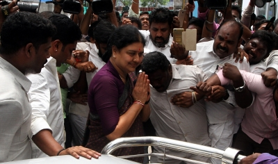 Sasikala returns to Bengaluru prison after five-day parole