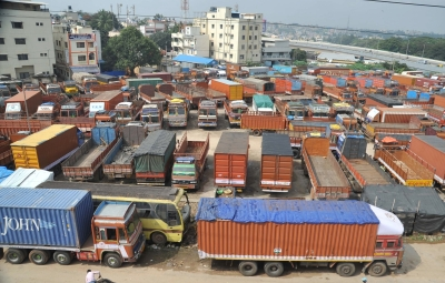 Truckers go off roads to protest GST, daily diesel price