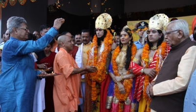 Ayodhya hosts grand  Deepotsav , Adityanath attends