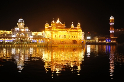 Fireworks, LED lighting mark  Bandi Chhor Diwas , Diwali at Golden Temple