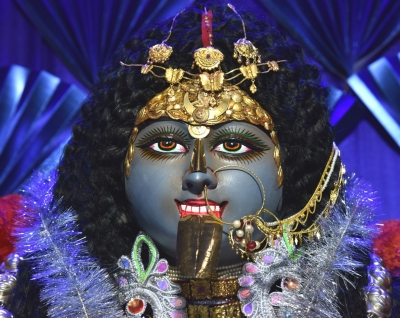 Festive fervour in Bengal as Kali Puja-Diwali coincide (Lead)