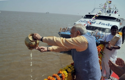 Economy strong, in right direction: PM