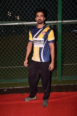 Film celebs play cricket for cancer awareness