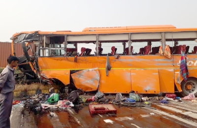 One dead, 24 injured in UP road accident (Lead)
