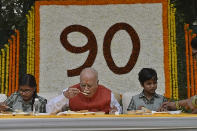 Advani turns 90, greeted by political leaders across spectrum (Lead)