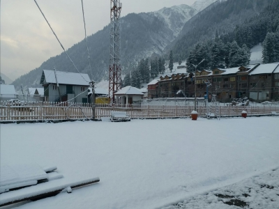 Srinagar-Leh highway closed after fresh snowfall at Zojilla