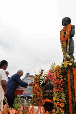 Kovind pays tribute to Birsa Munda