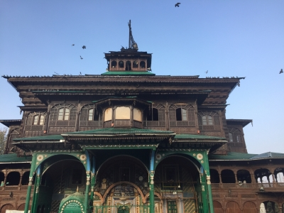 Blaze damages spire of Khanqah-e-Moula shrine in Srinagar