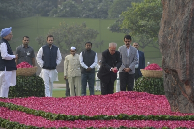 Indira showed commitment to people can t be killed: Pranab
