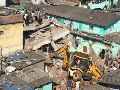 Teenage girl killed in Thane building collapse (Lead)