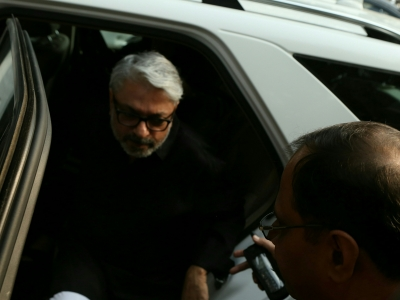 Bhansali goes into shell as producers decide  Padmaavat  release date (Column: Bollywood Spotlight)