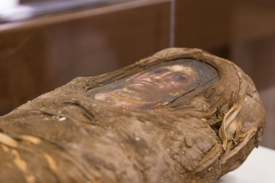 Mysterious mummy girl enters US university class (With Image)