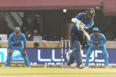 Tharanga guides Sri Lanka to 7-wicket victory over India in first ODI