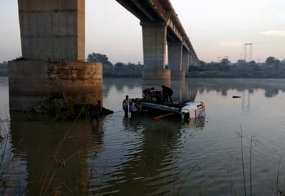 33 killed, two dozen injured as bus plunges into Rajasthan river (Lead)