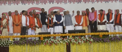 Four former Gujarat Chief Ministers come together at Rupani swearing in