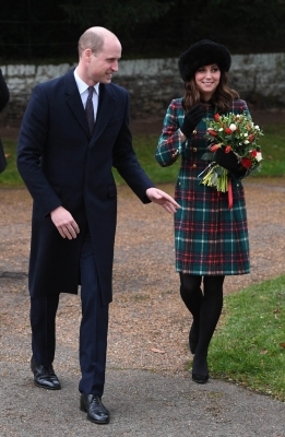 Duchess of Cambridge gives birth to boy (Lead)