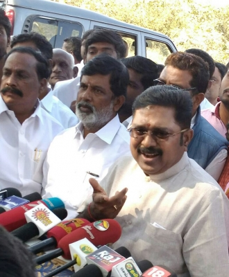 Dinakaran wants to continue with  pressure cooker  in TN civic polls