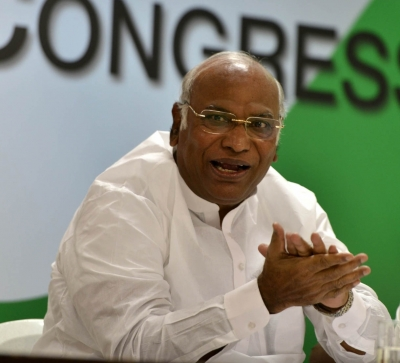 With JDS on board Congress fields Kharge as Rahul Gandhi prevails
