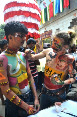 Thousands flock to Bengaluru art carnival (With images)