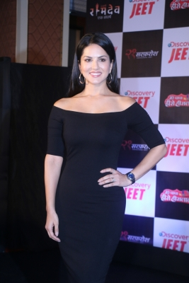 Sunny Leone is  okay  doing films in different languages