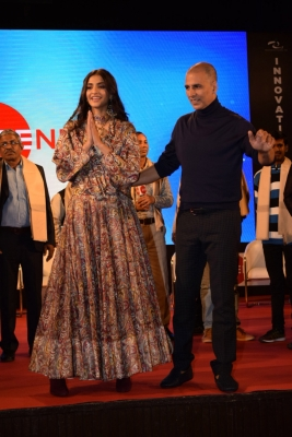 Clash averted:  Padmaavat  to fly solo on January 25,  Pad Man  shifted (Lead)