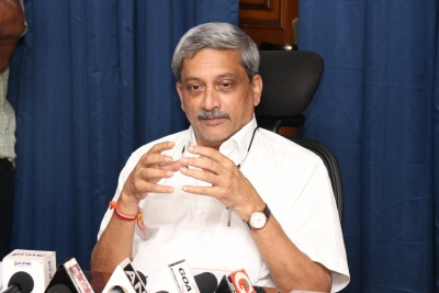 Parrikar suffering food poisoning, admitted to Mumbai hospital