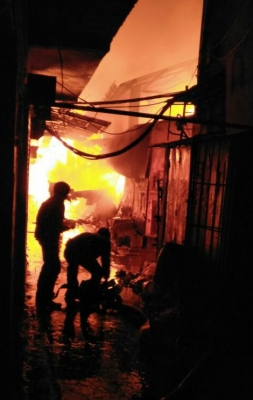Two killed, scores of shops gutted in Bengal fire
