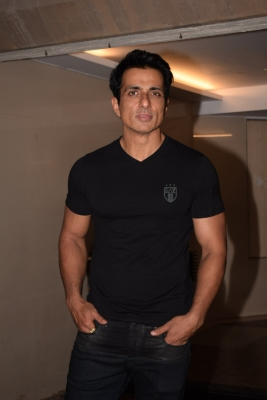 Sonu Sood arranges  Paltan  lunch with Punjab CM