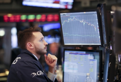 US stocks end mixed amid economic data (Lead)