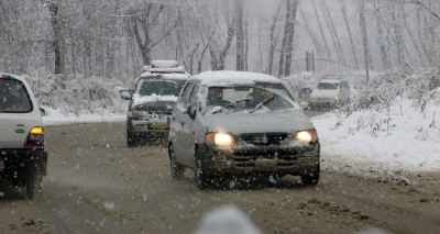 Light rain, snowfall in J&K
