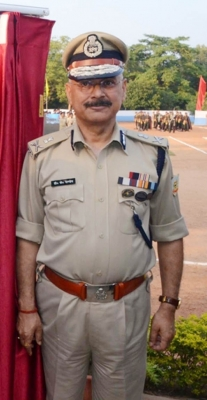 Report sought on Jharkhand DGP posing with snake around neck