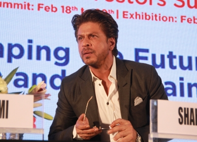 Celebs keep off political controversies for a reason: SRK