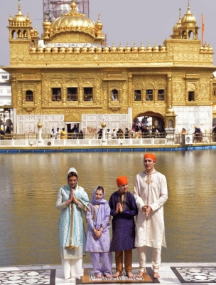 Trudeaus offer prayers at Golden Temple, perform  sewa  (Lead)
