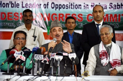 Army in India should remain non-political: Azad