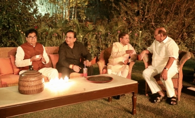 19 opposition parties attend dinner hosted by Sonia Gandhi