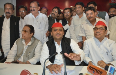 People never saw  acche din , handed  bure din  to BJP: Akhilesh