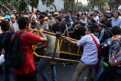 JNU march turns violent as students, teachers clash with police (Lead)