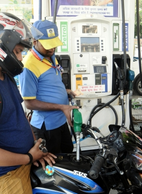 Petrol at Rs 75.32 in Delhi as crude oil prices surge