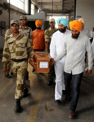 Mortal remains of Iraq victims arrive in Amritsar amid tears, gloom (Second Lead)