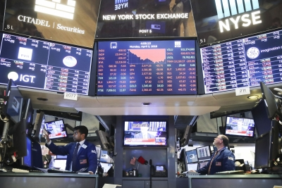 US stocks close lower amid rising Treasury yields