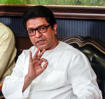 On 50th birthday, Raj Thackeray cuts EVM cake, Mumbaikars get  cheap  petrol