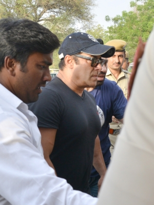 Court allows Salman Khan to travel abroad