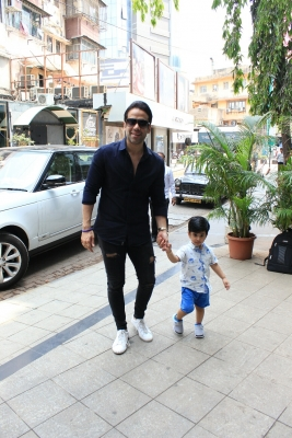 Tusshar Kapoor plans day according to Laksshya s time table