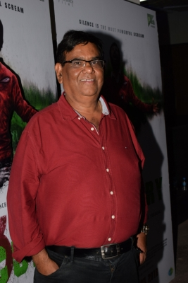 25 years after  Roop Ki Rani... , Satish Kaushik says sorry to Boney Kapoor