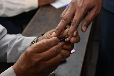 Polling underway for TN's Vikravandi, Nanguneri Assembly bypolls (Lead)