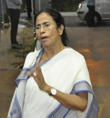 Mamata blames opposition for  delaying  panchayat polls, opposition hits back (Lead)