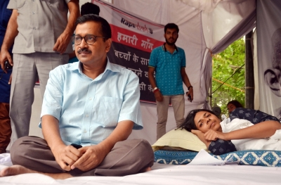 After 3 years, Kejriwal back to  dharna  politics