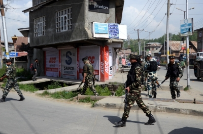 Students stone patrol party in Kashmir town