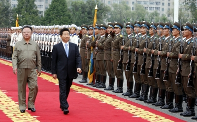 Kim steps onto S. Korean soil, talks begin (Lead)