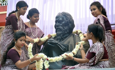 Bengal celebrates Tagore s 157th birth anniversary with fervour